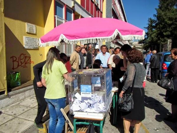 Le référendum se déroulait dans les rues à l'écart des bureaux de vote des élections municipales
