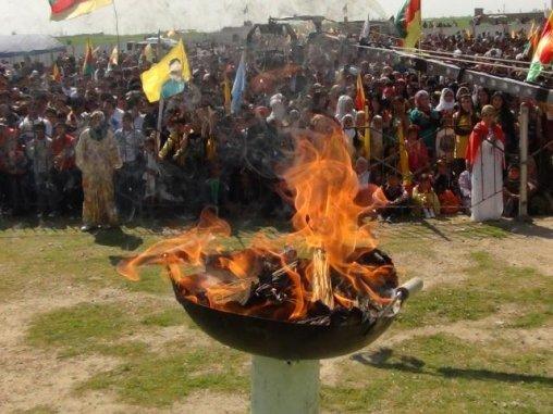 Fête de Norouz (le nouvel an kurde) en mars 2014. © Firat News