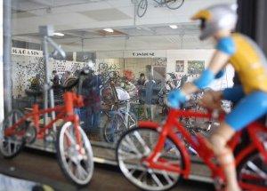 A Caen, un atelier participatif pour réparer, recycler ou construire soi-même son vélo