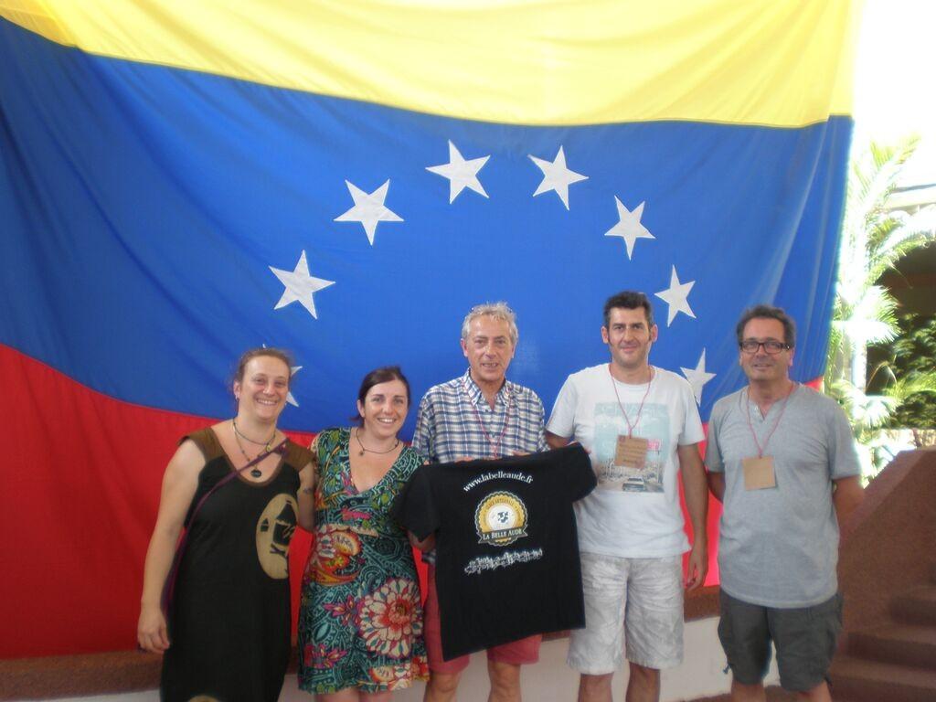 La délégation française présente le Tshirt des glaces La Belle Aude