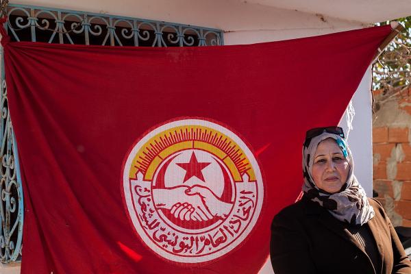 Leila Deyyek travaille dans la même usine depuis 20 ans. Avec une famille et un mari syndicaliste, elle a défendu la création d'un syndicat au sein de l'usine Mamotex, malgré les pressions.