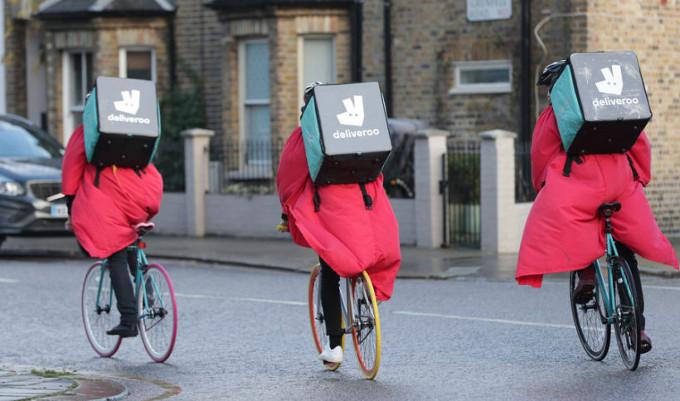 Alternative à l'uberisation: des livreurs à vélo lancent leurs coopératives